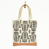 Bloom And Give Maya Hamsa Tote - Black/White