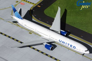 1:200 Scale Boeing 777-300ER United Airlines N2749U - UAL894