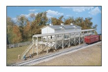 HO Scale Icehouse and Platform Plastic Kit - 9333049