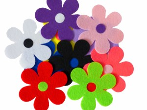 FLOWERS FELT 10 COLOURS 110MM