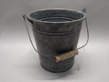 Bucket Round W/Wooden Handle C