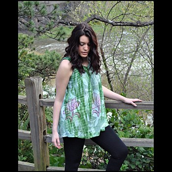 V Neck Embroidery Top Green