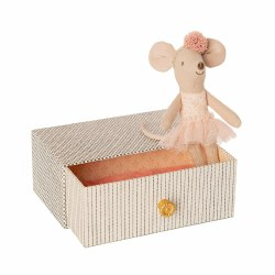 Dancing Mouse on Daybed