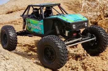 Axial Capra 1.9 1/10 4WD Unlimited Trail Buggy Rock Crawler Ready to Run (Green)