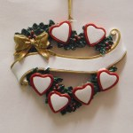 FAMILY OF 6 HEARTS IN A WREATH