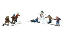 Snowball Fight HO Scale
