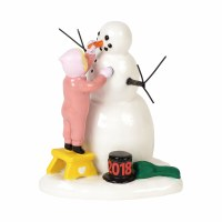 D56 LUCKY THE SNOWMAN 2018 FIGURINE