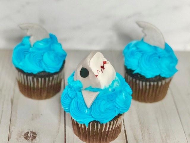 Supply Kit Shark Cupcake