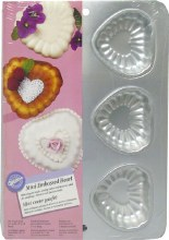 Wilton Mini Embossed Heart Pan