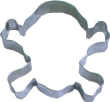 R & M International Metal Cutter: Skull & Crossbon