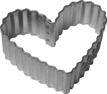 R & M International Metal Cutter: Fluted Heart