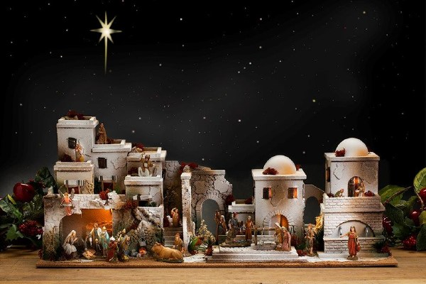 Large Bethlehem Nativity Village scene (100 x 50cm)