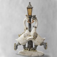 30519  Christmas Goose Couple with Lampost 22cm