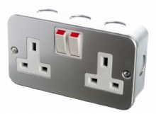 13A 2 Gang Switched Metal Clad Socket