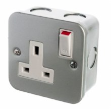 13A 1 Gang Switched Metal Clad Socket