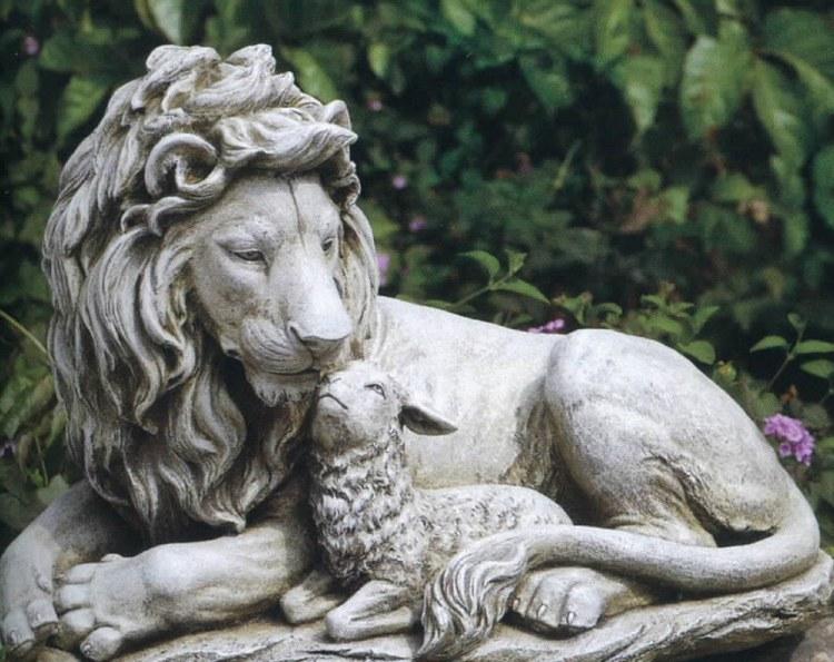 LION AND LAMB OUTDOOR GARDEN STATUE