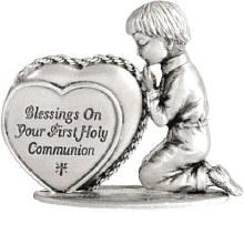COMMUNION PRAYING BOY WITH HEART