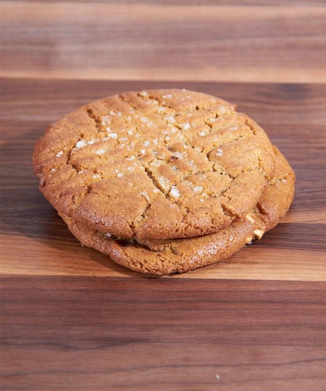 DeLaurenti Peanutbutter Cookie
