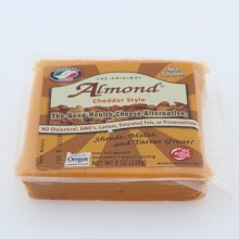 Lisanatti Almond Cheddar
