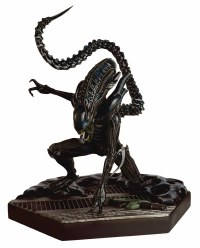 Alien Fig Mega Xenomorph Warrior Minor Damage 30% off