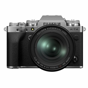 Fujifilm X-T4 Silver with XF 16-80mm F4 R OIS WR