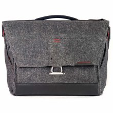 Peak Design Everyday Messenger 15 Inch Charcoal