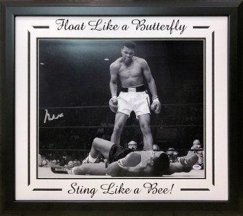 MUHAMMAD ALI AUTOGRAPHED HAND SIGNED AND CUSTOM FRAMED 16X20 PHOTO