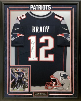TOM BRADY AUTOGRAPHED HAND SIGNED AND CUSTOM FRAMED NEW ENGLAND PATRIOTS JERSEY