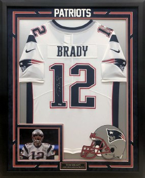 TOM BRADY AUTOGRAPHED HAND SIGNED CUSTOM FRAMED NIKE PATRIOTS JERSEY