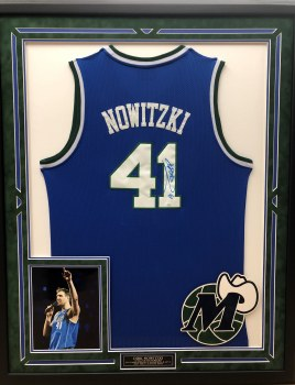 DIRK NOWITZKI AUTOGRAPHED HAND SIGNED & CUSTOM FRAMED DALLAS MAVERICKS JERSEY