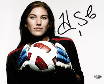 AUTOGRAPHED HOPE SOLO 8X10 PHOTO