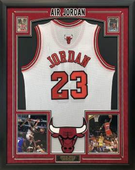 MICHAEL JORDAN AUTOGRAPHED HAND SIGNED CUSTOM FRAMED CHICAGO BULLS JERSEY WITH CARDS