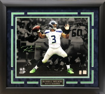 RUSSELL WILSON AUTOGRAPHED HAND SIGNED CUSTOM FRAMED SEATTLE SEAHAWKS 16X20 PHOTO