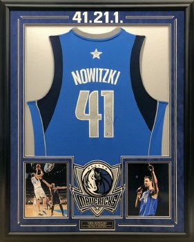 DIRK NOWITZKI AUTOGRAPHED HAND SIGNED CUSTOM FRAMED DALLAS MAVERICKS JERSEY