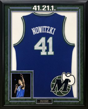 DIRK NOWITZKI AUTOGRAPHED HAND SIGNED CUSTOM FRAMED DALLAS MAVERICKS THROWBACK JERSEY