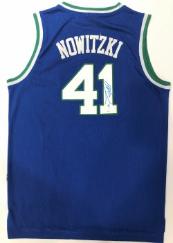 DIRK NOWITZKI AUTOGRAPHED HAND SIGNED DALLAS MAVERICKS THROWBACK JERSEY