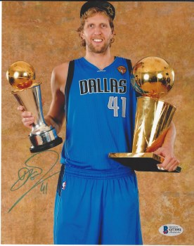 DIRK NOWITZKI AUTOGRAPHED HAND SIGNED DALLAS MAVERICKS 8X10 PHOTO