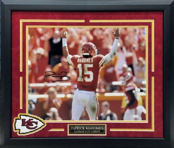 PATRICK MAHOMES AUTOGRAPHED HAND SIGNED AND CUSTOM FRAMED CHIEFS 16X20 PHOTO