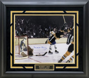 BOBBY ORR AUTOGRAPHED HAND SIGNED CUSTOM FRAMED BOSTON BRUINS 16X20 PHOTO