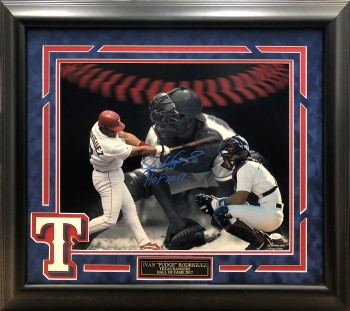 IVAN PUDGE RODRIGUEZ AUTOGRAPHED HAND SIGNED AND CUSTOM FRAMED RANGERS 16X20 PHOTO