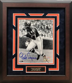GALE SAYERS - CHICAGO BEARS SIGNED & CUSTOM FRAMED 8X10 PHOTO