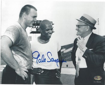 GALE SAYERS AUTOGRAPHED HAND SIGNED CHICAGO BEARS 8X10 PHOTO