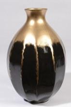 Earthenware vase (Gold,Black)