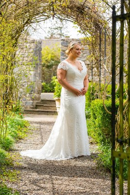 Beautiful Brides BB17509