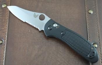 Benchmade 550SS30V Griptilian - Black Handles - Satin Partially Serrated S30V Blade - Thumb Hole - Axis Lock - 550SS30V