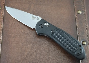 Benchmade 551-S30V Giptilian -Black Handles - Satin Plain Edge S30V Blade - Dual Thumbstuds - Axis Lock - 551-S30V