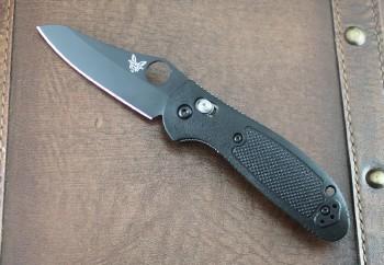Benchmade 555BK-S30V Mini-Griptilian - Black Handle - Black S30V Plain Edge Sheepfoot Blade - Thumbhole - Axis Lock - 555BK-S30V