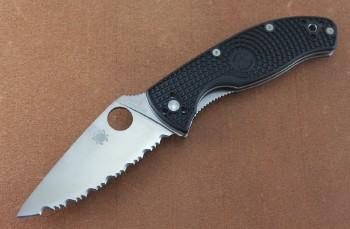 Spyderco C122SBK Tenacious - Black FRN Handless - Linerlock - 8CR13MoV Serrated Blade