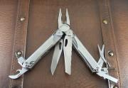 Leatherman Wave Original - Stainless Steel Multi-Tool -Premium Leather Belt Sheath - 830037