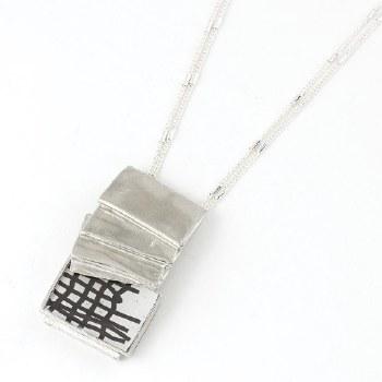 Anne-Marie Chagnon: Loraine Black & White Necklace